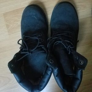 Boys Black Timberland boots sz 4.5 and sz 5.5